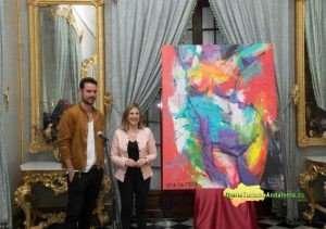 La presidenta de la Diputación, Irene García, y el pintor Adrián Torres (Jerez, 1982) han presentado el cuadro que refleja la imagen del Día de la Provincia 2018. Foto: Diputación Cádiz / Carmen Romero