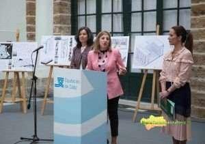 Irene García, junto a Maribel Peinado y Gema Pérez, durante la presentación de la actuación. FOTO: CARMEN ROMERO.