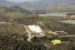 La Diputación invierte 106.000 euros en esta rotonda, ubicada en la carretera entre Ardales y El Chorro.