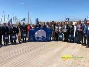 El consejero presidió en El Puerto de Santa María el acto de entrega de los distintivos concedidos en Andalucía a las 97 playas y 16 puertos deportivos.