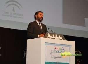 Fernández inauguró en Málaga un encuentro que reúne a casi medio millar de personas entre profesionales, expertos y representantes institucionales.