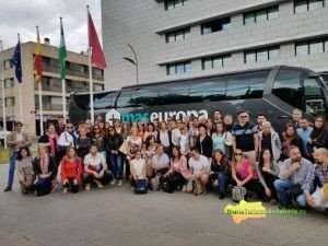 La delegada de Turismo de la Diputación de Córdoba, Carmen Gómez, y el delegado de Cultura, Turismo y Deporte de la Junta de Andalucía, Francisco Alcalde, han recibido a 48 turoperadores y 24 agentes de viajes de Latinoamérica.