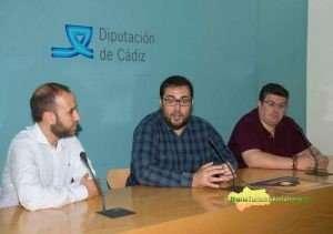 Jaime Armario, junto al alcalde y el concejal de Turismo de Grazalema. FOTO: CARMEN ROMERO