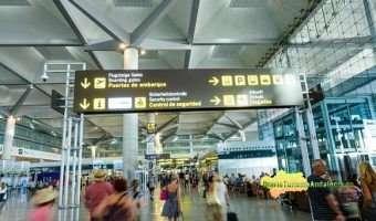 El Aeropuerto de Málaga ofertará entre agosto y enero 460.000 plazas de avión más que en el mismo periodo del año pasado. Bernal destaca que este aumento ayudará a reducir la estacionalidad turística