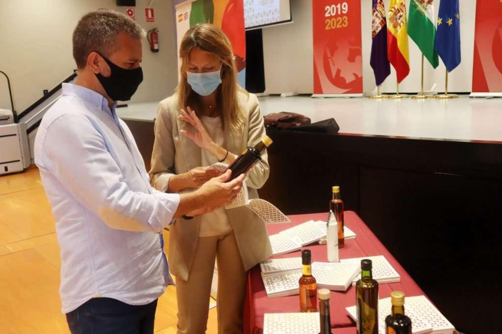 Promocionan el vinagre de Córdoba en una guía gastronómica.