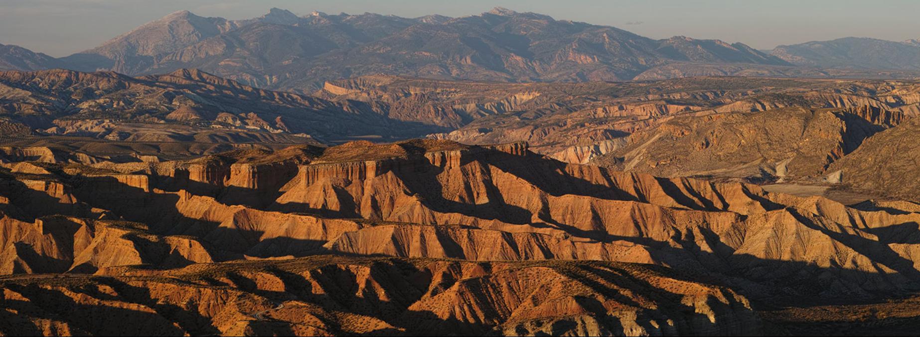 Territorio espectacular por su paisaje y por albergar uno de los mejores registros geológicos continentales de los últimos 5 millones de años.