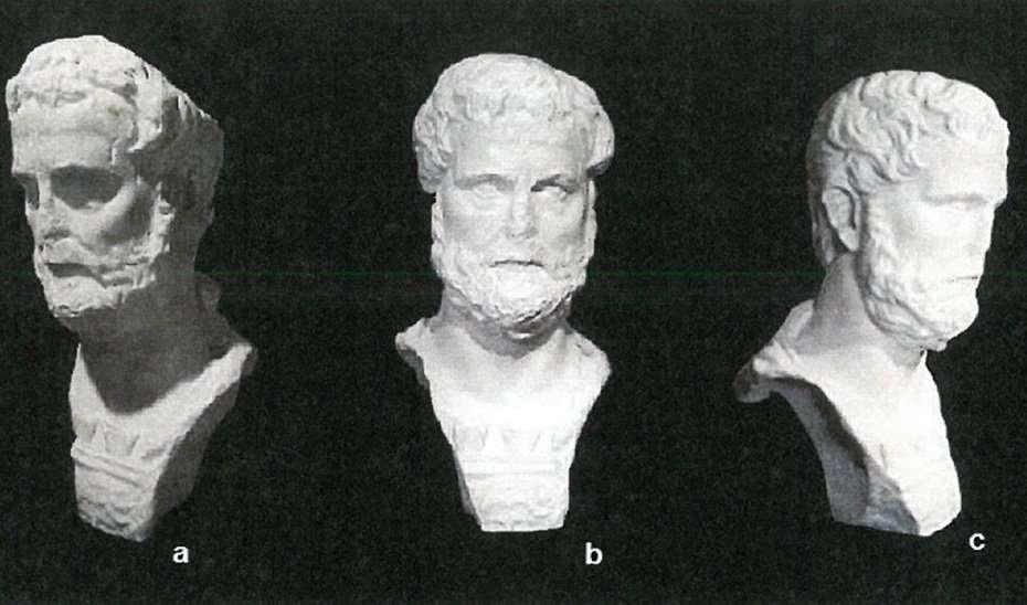 El Busto de Antonino Pío presenta un buen estado de conservación, pese a tener algunas pérdidas en una parte del mismo, protegido por una coraza.