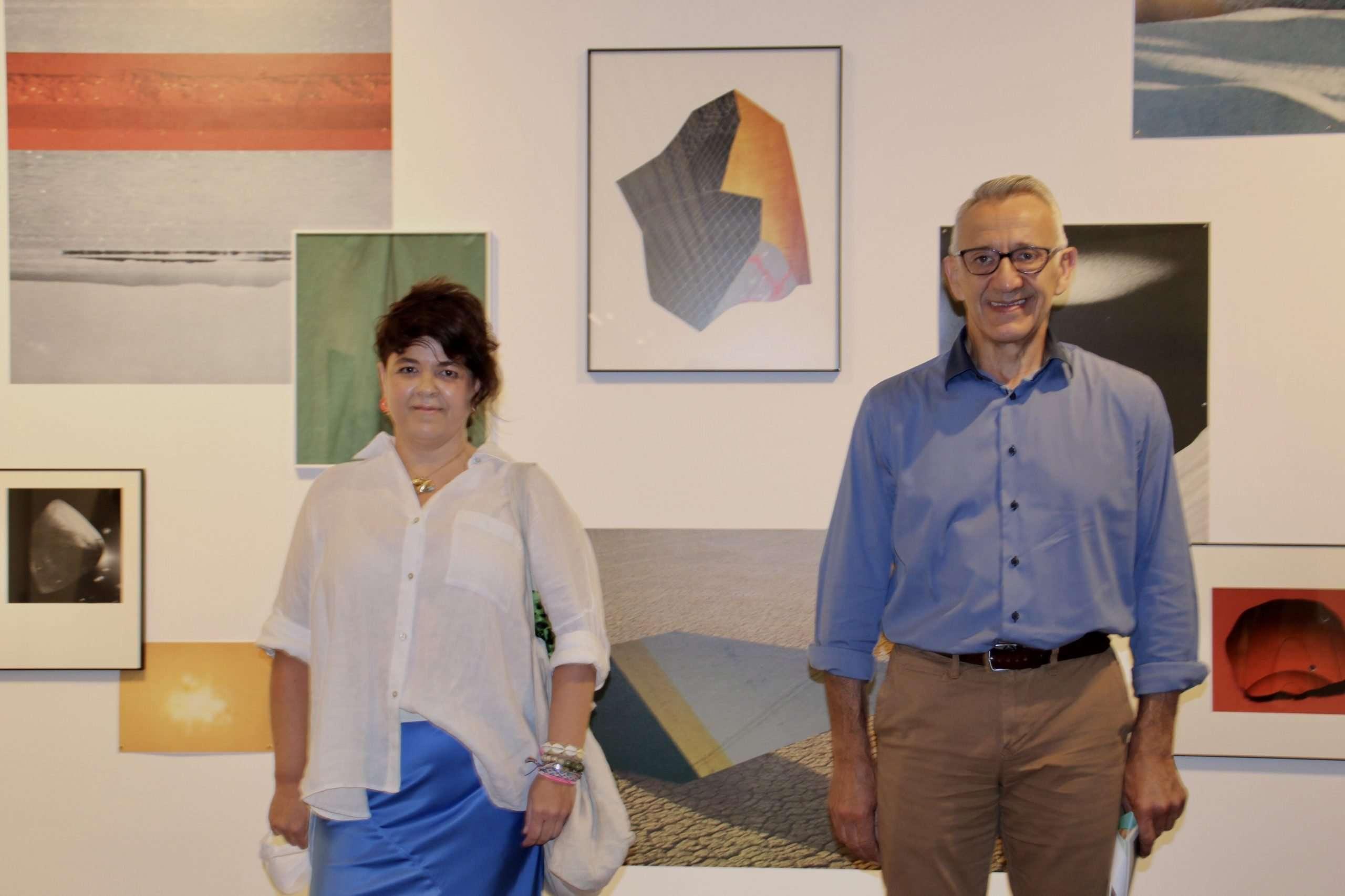 El vicepresidente de Innovación Económica y Social, Juan Antonio García; y la artista palmerina Esther Morcillo.