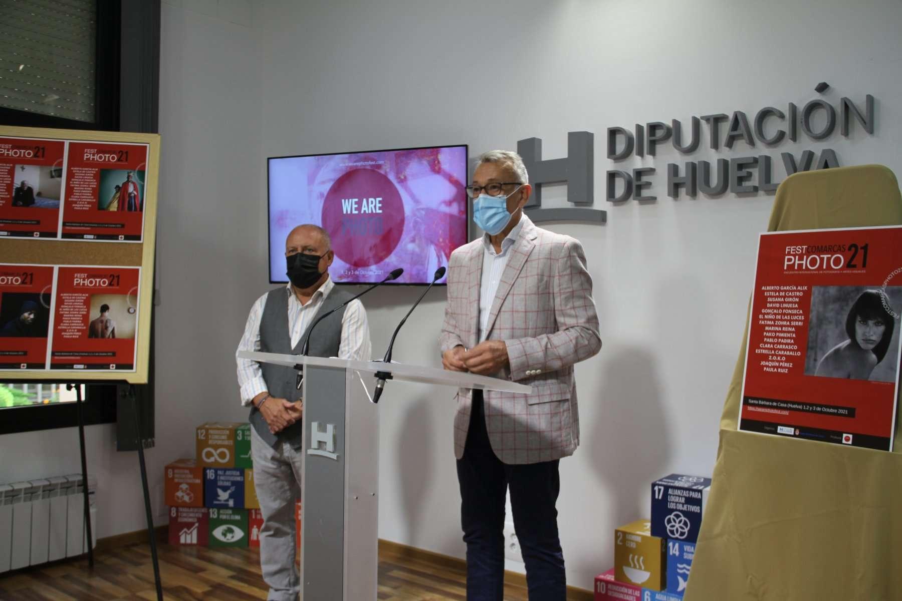 El vicepresidente de Innovación Económica y Social, Juan Antonio García, y Juan Sande, coordinador del encuentro y miembro del Colectivo We Are Photo.