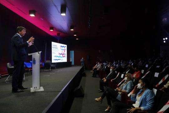 Juan Marín durante su intervención en la inauguración del II Foro de Turismo Marinero.