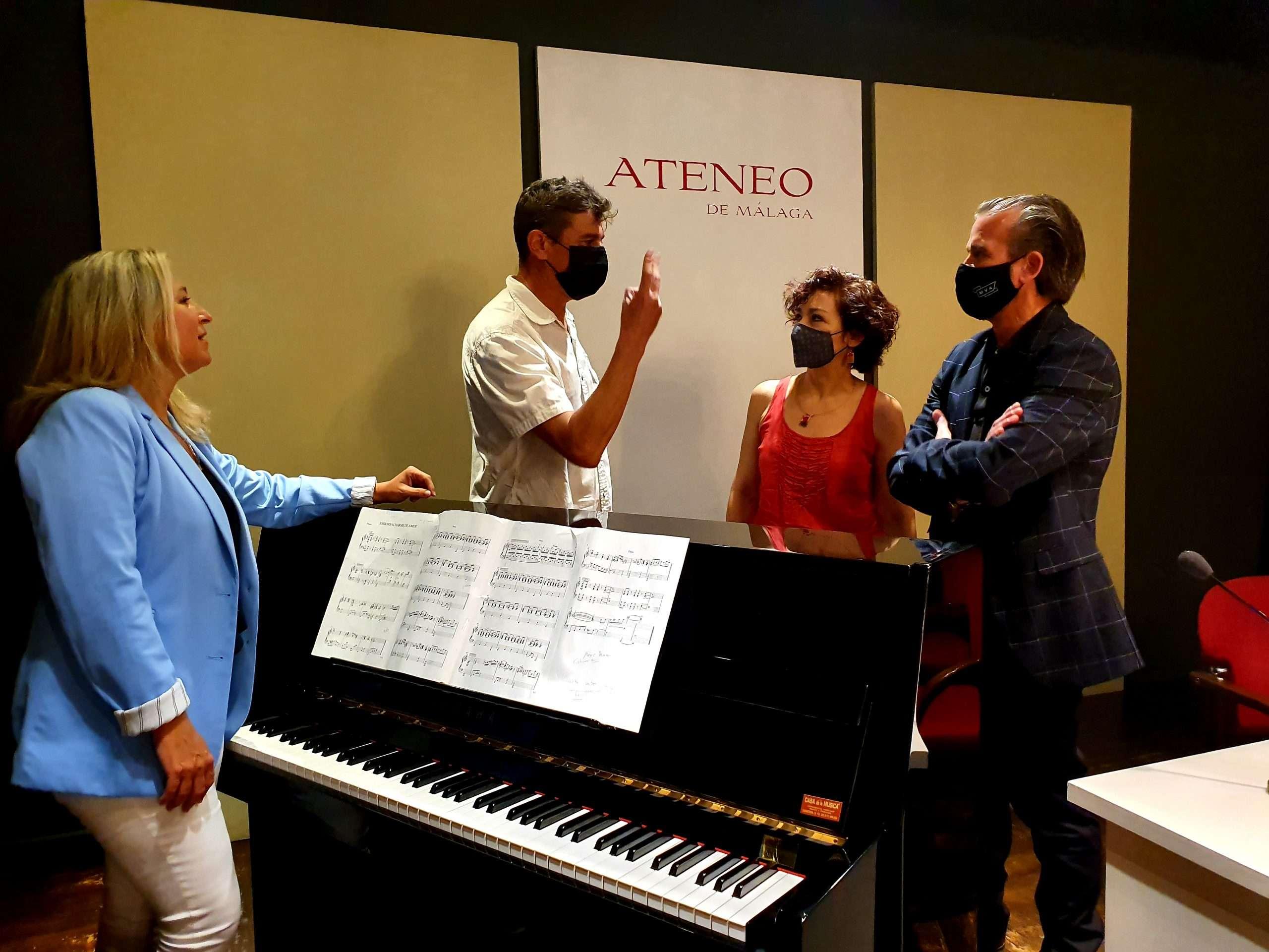 Espectáculo 'Entre Amigos' en el que el pianista y compositor José Carra ha realizado los arreglos musicales a partir de canciones de Danza Invisible y del propio Ojeda.