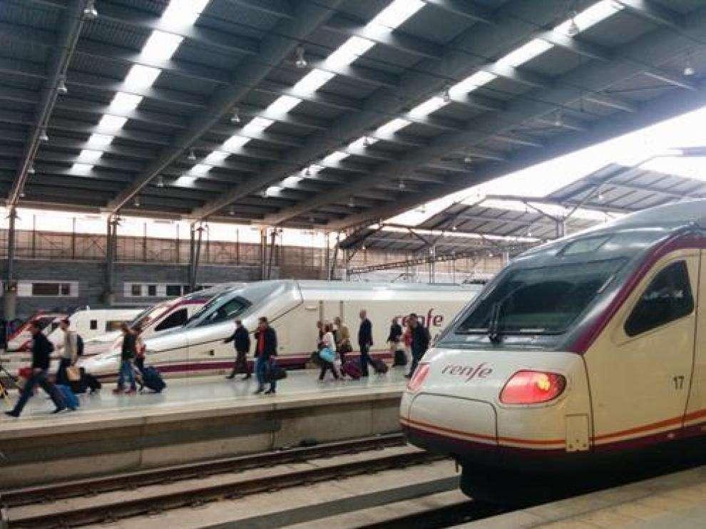 Renfe ha suspendido la circulación de un total de892 trenes, de los cuales 267 son de alta velocidad y larga distancia y 625 de media distancia,