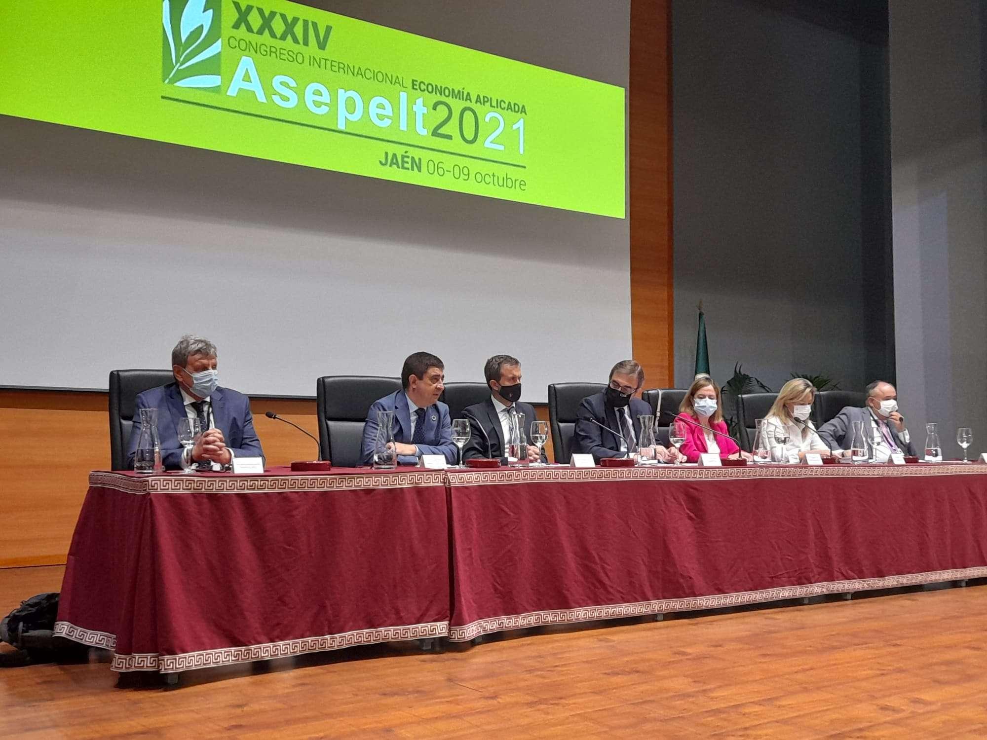 El congreso que se está llevando a cabo tanto de forma presencial como telemática y en cuyo contenido tendrá especial protagonismo la economía del olivar.